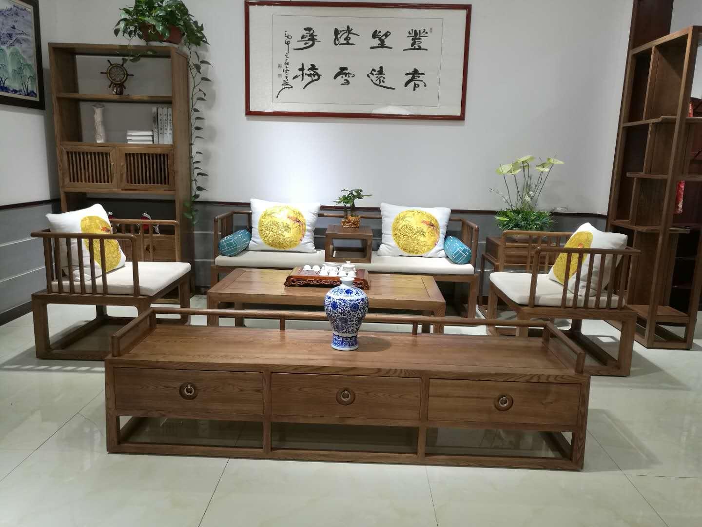 产品型号:006-9 产品型号:006#-9 产品分类: 药木沙发 品 牌:木言木语 型 号:006#-9 产品类别:简约实木沙发 规 格:1+1+3 适用场合:客厅 风 格:中式 、现代中式、简约中式 可否定做:可以